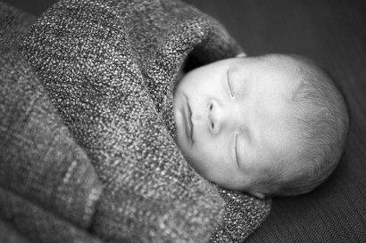 newborn_shooting_baby_berlin_homestory_location_zu-hause_fotoshooting_07.jpg