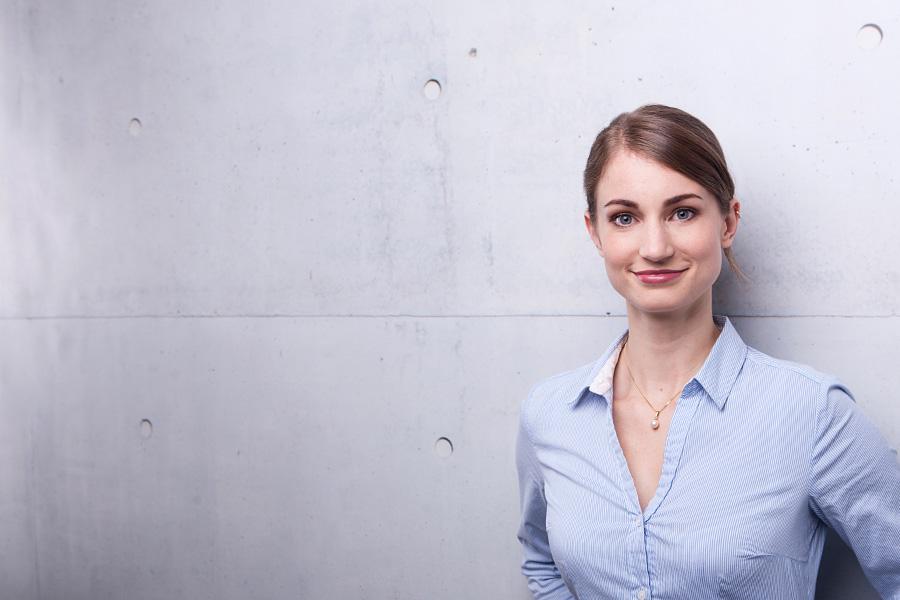 businessportraits-profilbilder-xing-linkedin-cv-lebenslauf-bewerbungsfotos-porträts-unternehmen-startup-business-bewerbungsfotos-professionell-berlin-01.jpg