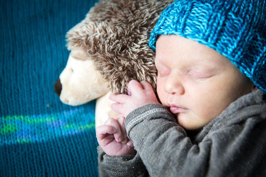 babyshooting-newborn-homeshooting-zuhause-fotoshooting-neugeborenes-baby-berlin-Babyfotograf-homestory-02.jpg