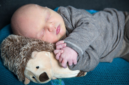 babyshooting-newborn-homeshooting-zuhause-fotoshooting-neugeborenes-baby-berlin-Babyfotograf-homestory-06.jpg