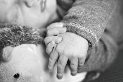babyshooting-newborn-homeshooting-zuhause-fotoshooting-neugeborenes-baby-berlin-Babyfotograf-homestory-12.jpg