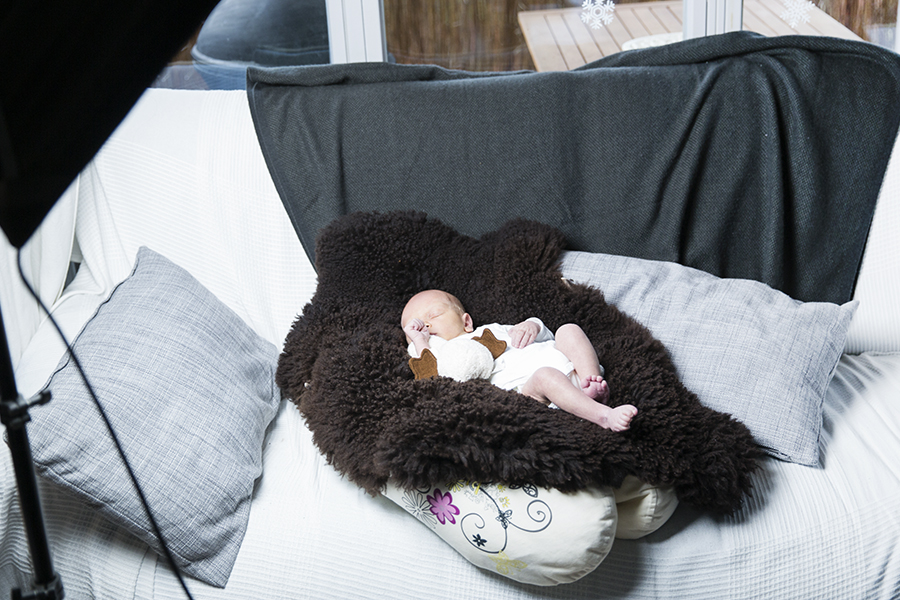 babyshooting-newborn-homeshooting-zuhause-fotoshooting-neugeborenes-baby-berlin-Babyfotograf-homestory-14.jpg