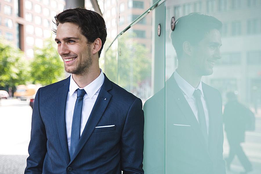 business-portraits-berlin-outdoor-individuell-fotoshooting-businessshooting-fotograf-fotostudio-porträtshooting-corporate-politik-rechtsanwalt-firma-agentur-arzt-startup-premium_01_03.jpg