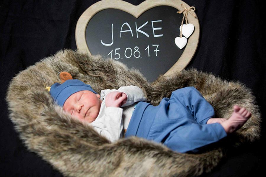 newborn-fotoshooting-krankenhaus-berlin-babyfotografie-kinder-fotoshooting-fotostudio-wohnung-zuhause-familie-mama-babyshooting-klinik-hospital-charite-geburt-02.jpg