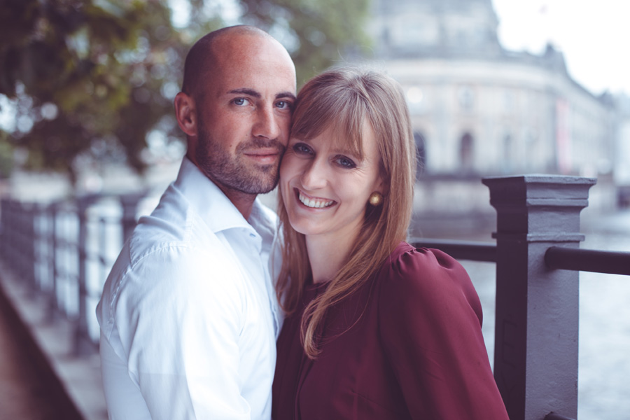 paarshooting-outdoor-location-berlin-fotostudio-brandenburger-tor-fernsehturm-geschenk-valentinstag-verlobung-fotoshooting-hochzeit-liebe-paar-weihnachten-geburtstag-couple-04.jpg