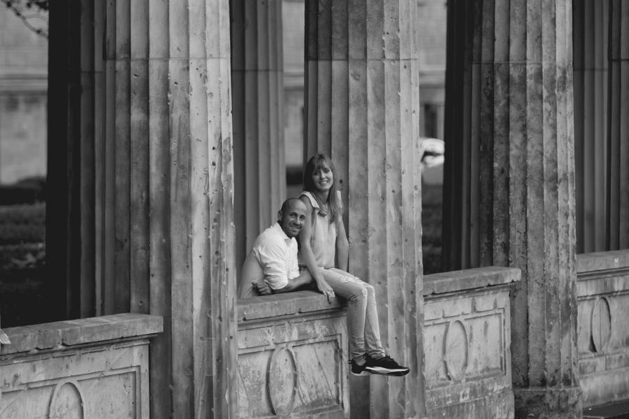 paarshooting-outdoor-location-berlin-fotostudio-brandenburger-tor-fernsehturm-geschenk-valentinstag-verlobung-fotoshooting-hochzeit-liebe-paar-weihnachten-geburtstag-couple-09.jpg