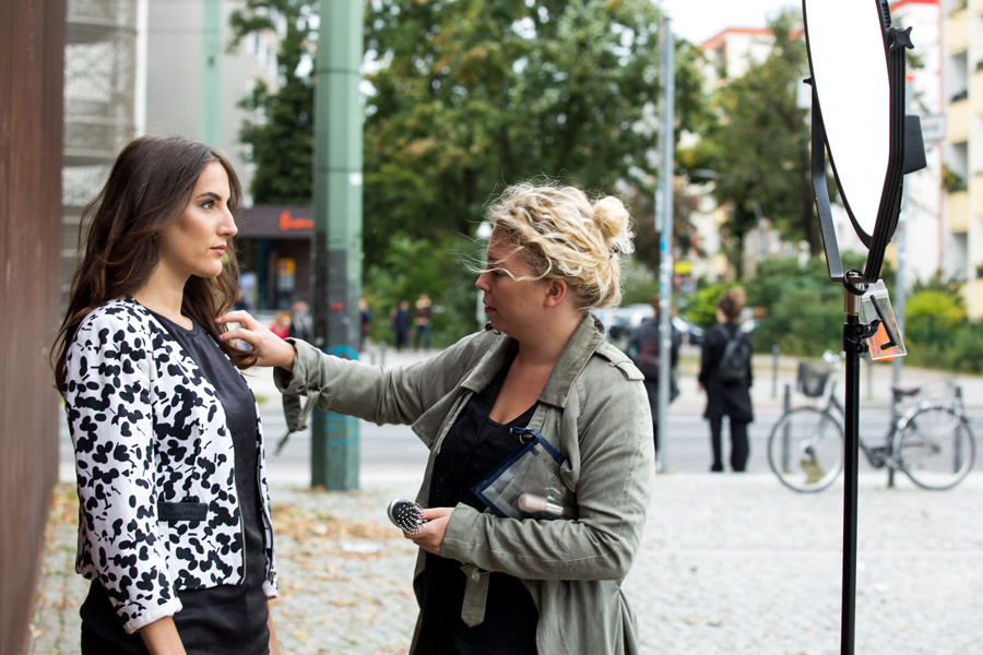 portraits-berlin-portraitshooting-businessportraits-businessshooting-bewerbungsfotos-outdoor-fotostudio-visagsitin-styling-location-portraetfotoshooting-pr-unternehmen-startup-fotoshooting-04.jpg