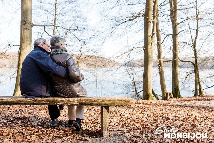 paarfotoshooting-berlin-brandenburg-outdoor-onlocation-geschenk-gutschein-eltern-grosseltern-opa-oma-familie-wald-paarshooting-fotoshooting-paerchen-verliebt-hochzeitstag-13.jpg