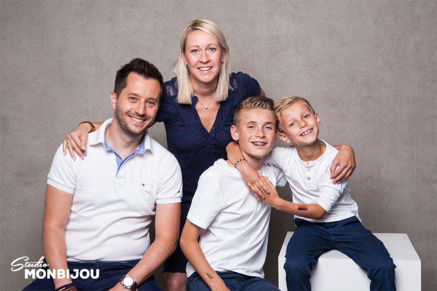 familienshooting-berlin-familie-kinder-generationen-fotoshooting-fotostudio-familienfotoshooting-05.jpg