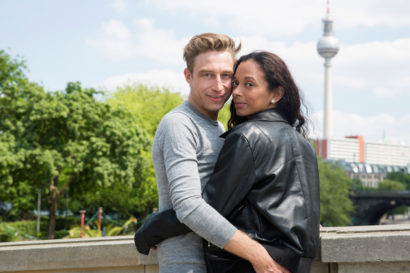 couple-photoshooting-berlin-service-hidden-places-mustsee-musthave-berlintodo-highlight-love-photographer-02.jpg